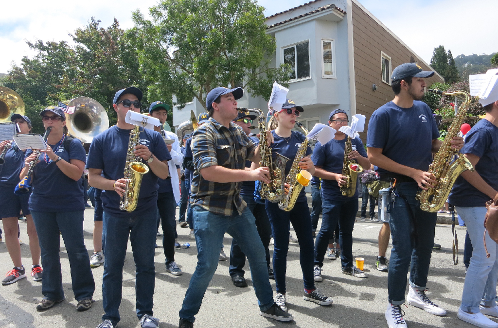 Cal Alumni Band performing for the crowd during the parade